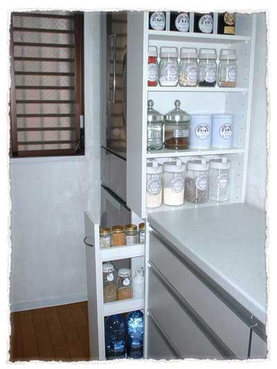 台所調味料入れ棚は、シンクにぴったりオーダーサイズが理想的。設置・DT-017