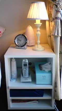 ベッドサイドテーブルは、オーダー家具・設置・RT-023