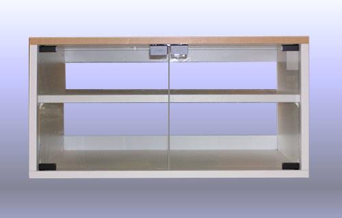 テレビボードは、やはりブルーレイ機器対応の、オーダーのガラスドア付です。TV-022