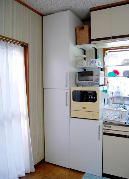台所のすき間に食器棚